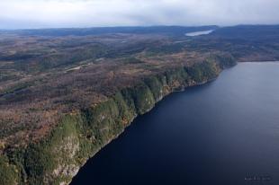 Au fond, le lac du Missionnaire.